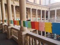 Fogli colorati con i nomi di 1000 vittime di mafia
